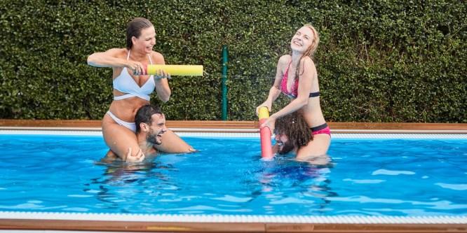 Переваги відпочинку у власному басейні