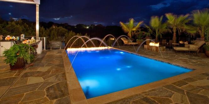 Как усовершенствовать и укомплектовать собственный бассейн?